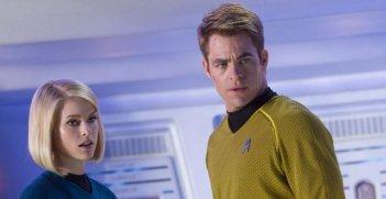 Alice Eve e Chris Pine a confronto in una scena di Star Trek Into Darkness