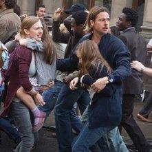 World War Z: Brad Pitt in fuga insieme a Mireille Enos e Sterling Jerins