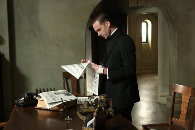 American Horror Story Seconda Stagione Joseph Fiennes Nell Episodio Numero 11 Di Asylum Spilt Milk 262614