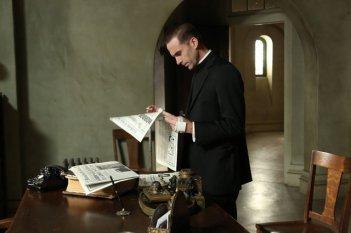 American Horror Story, seconda stagione: Joseph Fiennes nell'episodio numero 11 di Asylum, Spilt Milk