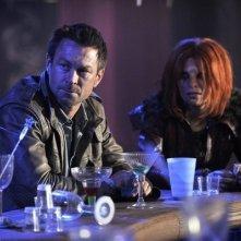 Defiance: Grant Bowler e Stephanie Leonidas in una scena del pilot della serie