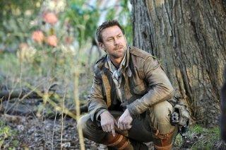 Defiance: Grant Bowler in una scena del pilot della serie
