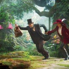 Il grande e potente Oz: James Franco e Mila Kunis in fuga
