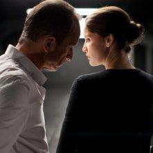 Laetitia Casta con Benoît Poelvoorde nel film Une histoire d'amour
