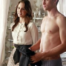 Pretty Little Liars: Keegan Allen e Troian Bellisario in una scena dell'episodio Misery Loves Company