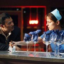 Simon Yam con Audrey Dana in Les jeux des nuages et de la pluie