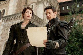 Gemma Arterton e Jeremy Renner impegnati nella caccia alle streghe in Hansel and Gretel: Witch Hunters