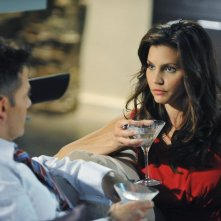 The Lying Game: Charisma Carpenter ed Adrian Pasdar nell'episodio No Country for Young Love