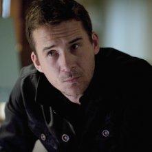 Barry Sloane nell'episodio Confidence della seconda stagione della serie TV Revenge