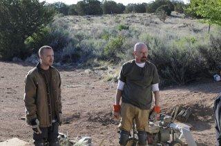 Breaking Bad: Aaron Paul e Bryan Cranston nell'episodio Dead Freight