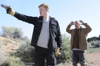 Breaking Bad: Aaron Paul e Jesse Plemons nell'episodio Dead Freight