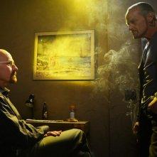 Breaking Bad: Michael Bowen e Bryan Cranston nell'episodio Gliding Over All