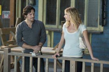 Emily VanCamp e Nick Wechsler nell'episodio Confidence della seconda stagione della serie TV Revenge