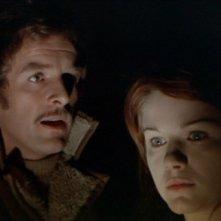 La notte dei diavoli: Gianni Garko con Agostina Belli in una scena del film