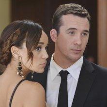 Revenge: Ashley Madekwe e Barry Sloane nell'episodio Illusion della seconda stagione della serie