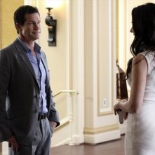 Revenge: Dylan Walsh  e Madeleine Stowe nell'episodio Collusion della seconda stagione della serie