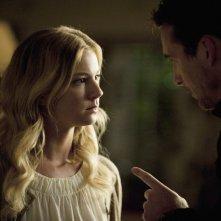Revenge: Emily VanCamp e Barry Sloane nell'episodio Confidence della seconda stagione della serie