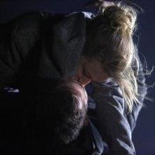 Revenge: Emily VanCamp e Barry Sloane nell'episodio Power della seconda stagione della serie
