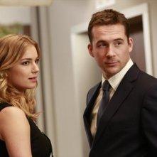 Revenge: Emily VanCamp e Barry Sloane nell'episodio Revelations della seconda stagione della serie