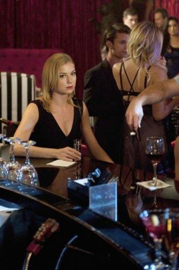 Revenge: Emily VanCamp in un momento dell'episodio Lineage della seconda stagione della serie