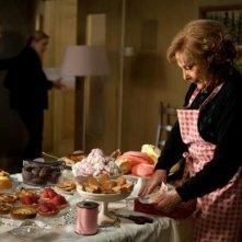 Bernadette Lafont è una ex-pasticciera nella commedia Paulette