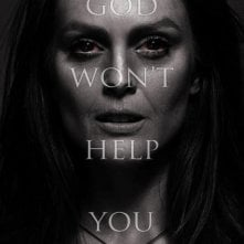 Carrie: nuovo terrificante teaser poster dedicato a Julianne Moore