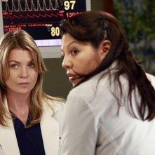 Grey's Anatomy: Ellen Pompeo e Sara Ramirez nell'episodio Love Turns You Upside Down, della nona stagione