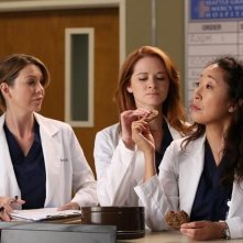 Grey's Anatomy: Ellen Pompeo, Sarah Drew e Sandra Oh nell'episodio The End is the Beginning is the End, della nona stagione