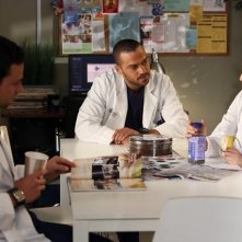 Grey's Anatomy: Justin Chambers, Jesse Williams e Sandra Oh nell'episodio The End is the Beginning is the End, della nona stagione