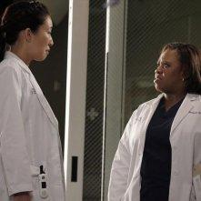 Grey's Anatomy: Sandra Oh e Chandra Wilson nell'episodio I Was Made for Lovin' You, della nona stagione