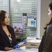 Grey's Anatomy: Sara Ramirez e Chandra Wilson nell'episodio Second Opinion, della nona stagione