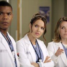 Grey's Anatomy: Tina Majorino, Gaius Charles e Camilla Luddington nell'episodio Beautiful Doom, della nona stagione