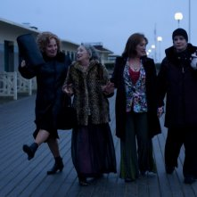 Carmen Maura, Dominique Lavanant, Françoise Bertin e Bernadette Lafont in 'Paulette'