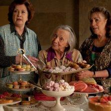 Carmen Maura, Dominique Lavanant, Françoise Bertin in una 'dolce' sequenza di Paulette.