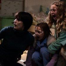 La madre: Jessica Chastain con le piccole Megan Charpentier e Isabelle Nélisse in una scena del film