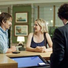 Ethan Hawke e Julie Delpy discutono su chi pagherà il conto in una scena di Before Midnight