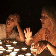Frauensee - una scena notturna del dramma saffico di Zoltan Paul