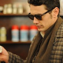 Maladies: un primo piano di James Franco con gli occhiali da sole