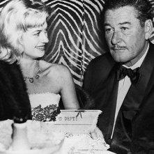 Beverly Aadland con Errol Flynn ad una serata