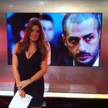 Selvaggia Lucarelli dietro le quinte del programma 'Celebrity Now' durante una puntata in cui si parla di Corona.