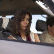 Intersections: la bella Jaimie Alexander in una scena del film. Dietro di lei, Frank Grillo