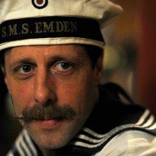 Oliver Korittke in una immagine del film Die Männer der Emden