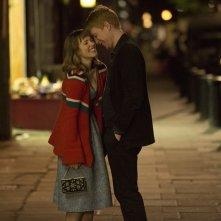 Questione di tempo: Domhnall Gleeson e Rachel McAdams in una romantica scena
