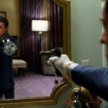 Bullet to the Head: pistola puntata allo specchio per Sylvester Stallone
