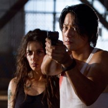 Jimmy Bobo - Bullet to the Head: Sarah Shahi con Sung Kang