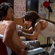 Jimmy Bobo - Bullet to the Head: Sarah Shahi e Sung Kang interpretano Taylor e Lisa