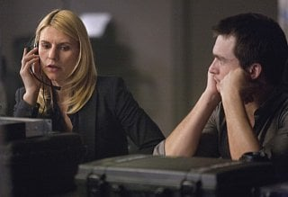 Homeland: Claire Danes e Rupert Friend in una scena dell'episodio New Car Smell