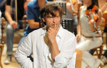 Tutta la musica del cuore: Johannes Brandrup in un momento della fiction Rai