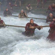 Hugh Jackman (al centro) in Les Misérables