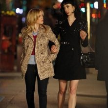 Don't Trust the Bitch in Apartment 23: Krysten Ritter e Dreama Walker in un momento del pilot della serie